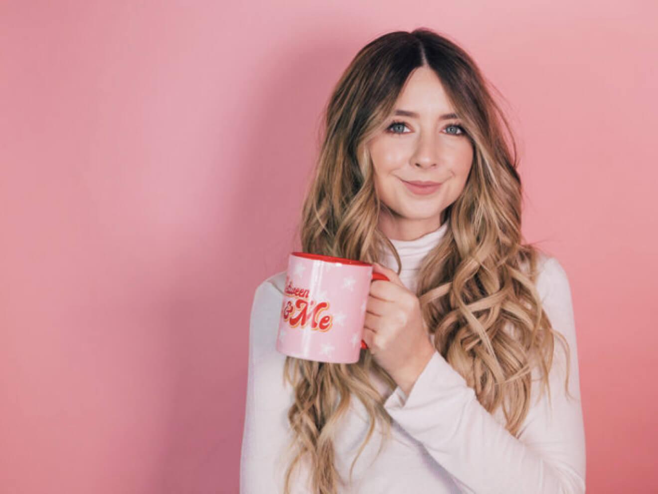 Zoella holding her tea mug